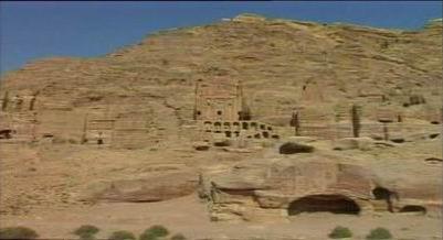 Kota Tua Petra Yordan di bukit-bukit batu ajaran kaum Tsamud